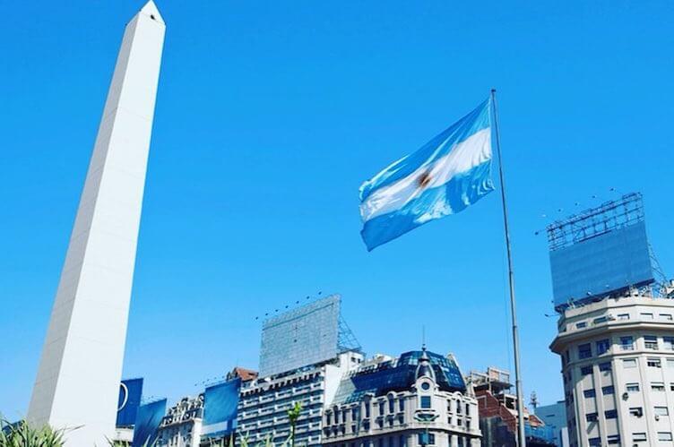 ¿Cómo sacar el certificado de residencia permanente y precaria en Argentina?