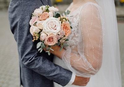 beautiful-wedding-bouquet-of-flowers-min