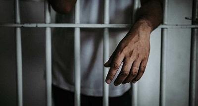 joven-en-prision