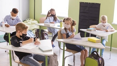 --kids-protecting-themselves-with-face-masks-in-class-