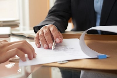 people-signing-contract