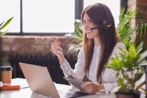 portrait-of-woman-customer-service-worker