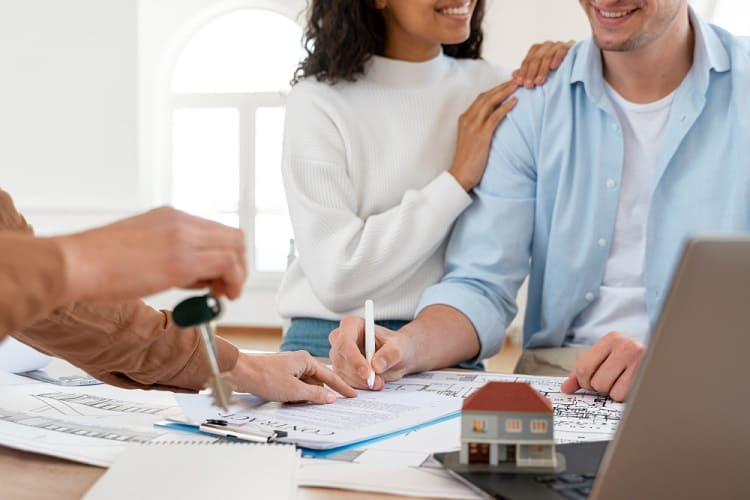smiley-couple-signing-contract-for-new-house-min