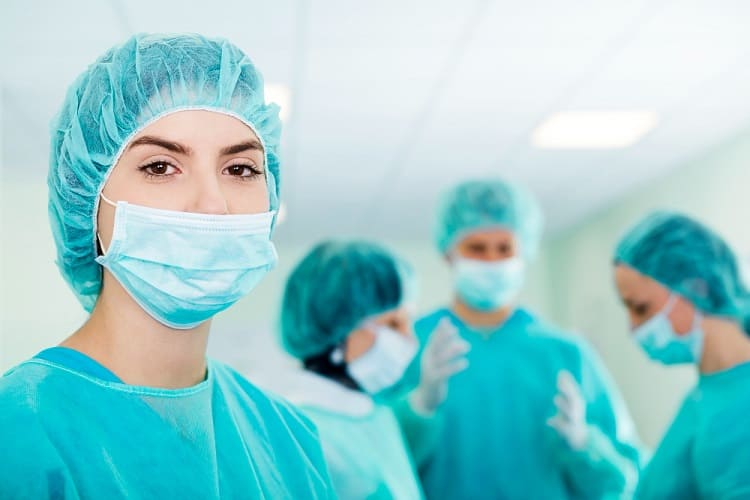 young-female-surgeon-with-medical-team-min