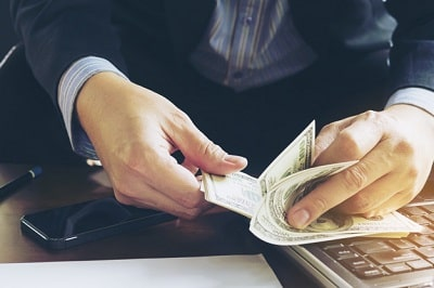 acreditar que una persona tiene dinero en cierta cuenta bancaria