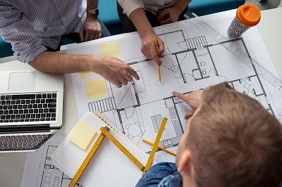 ingenieros-con-planos